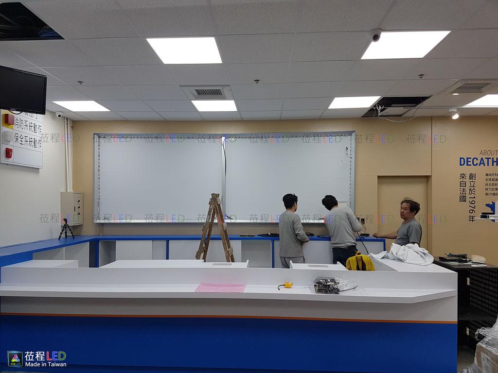 莅程LED燈箱,迪卡儂運動用品量販店,選用LED大型布幔燈箱系列產品